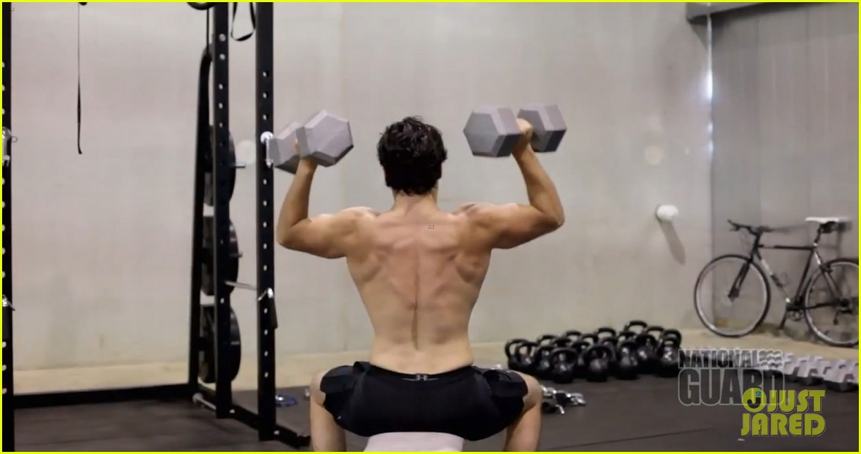 henry cavill shirtless man of steel workout video 04