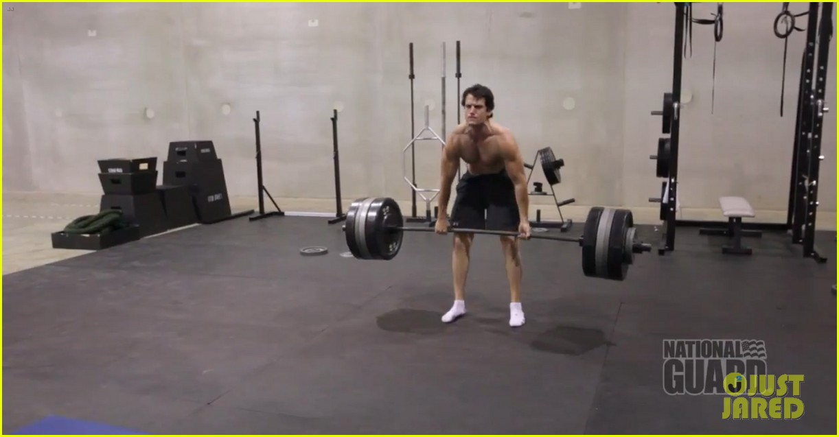 henry cavill shirtless man of steel workout video 07