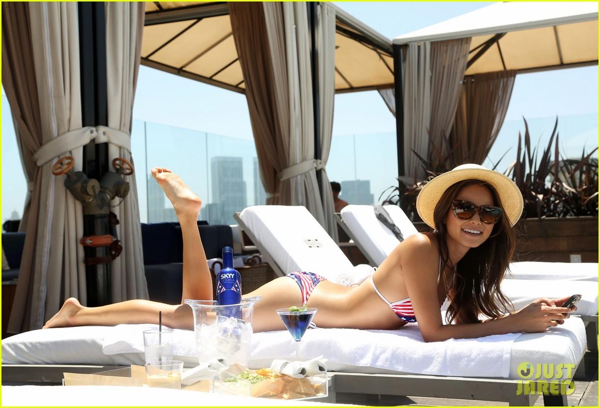 jamie chung poolside bikini babe 11