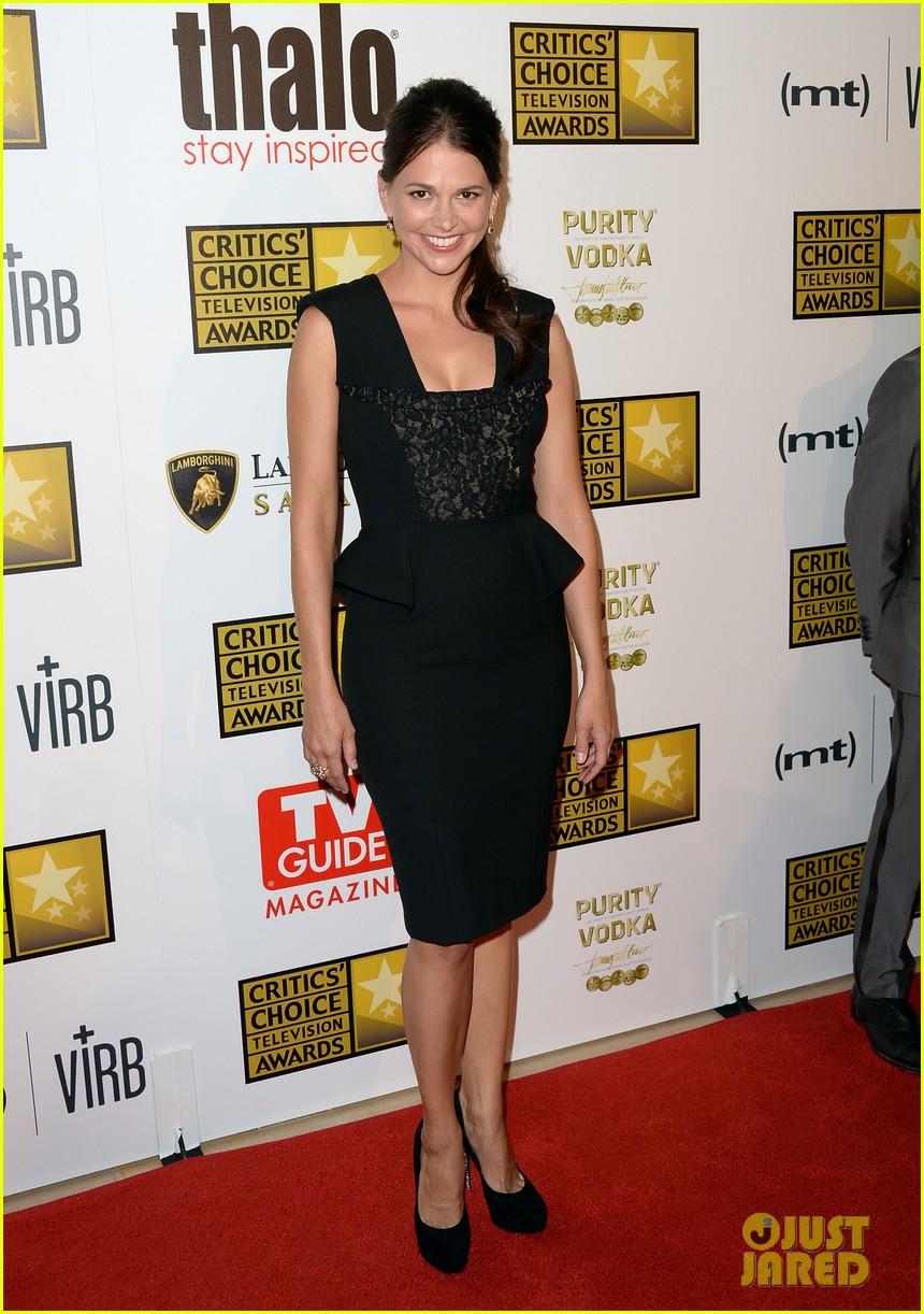 hugh dancy sutton foster critics choice tv awards 2013 142888834