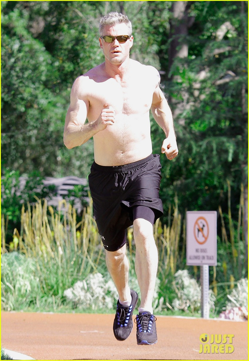 eric dane shirtless workout at coldwater canyon park 13