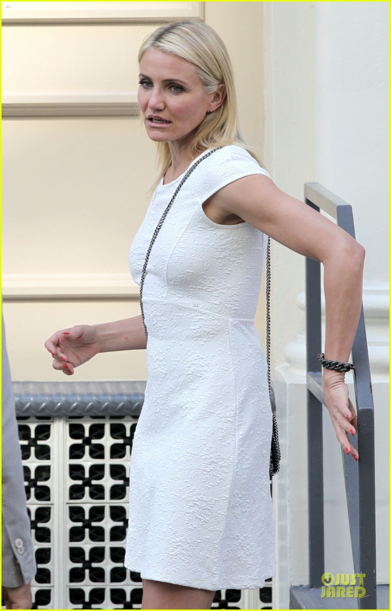 cameron diaz nikolaj coster waldau neck brace on other woman set 25