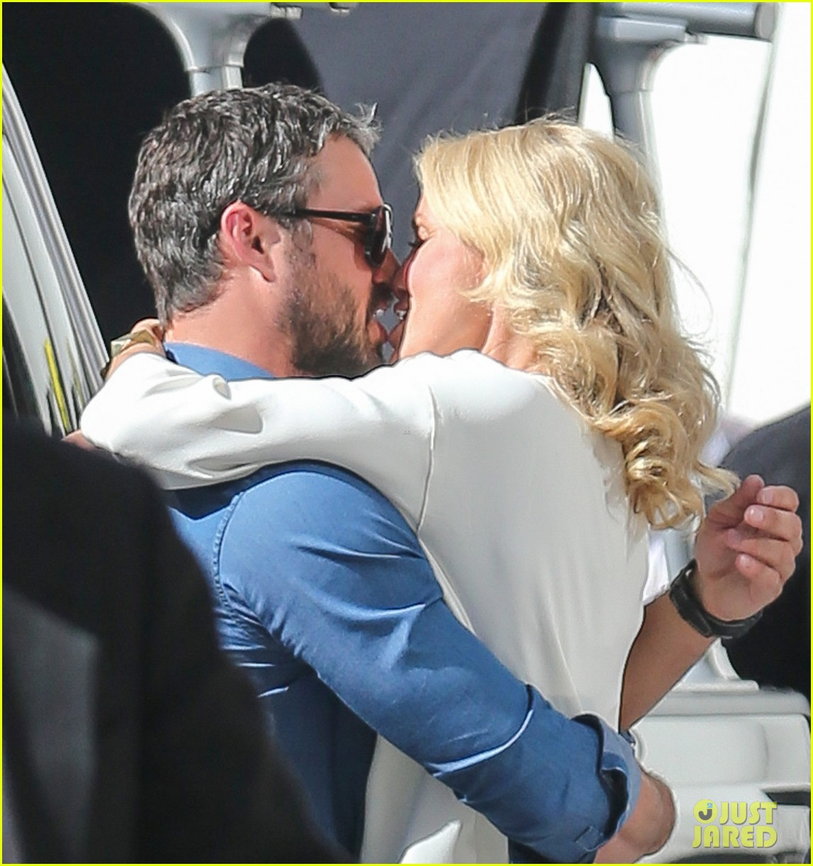 cameron diaz taylor kinney kiss for other woman 02