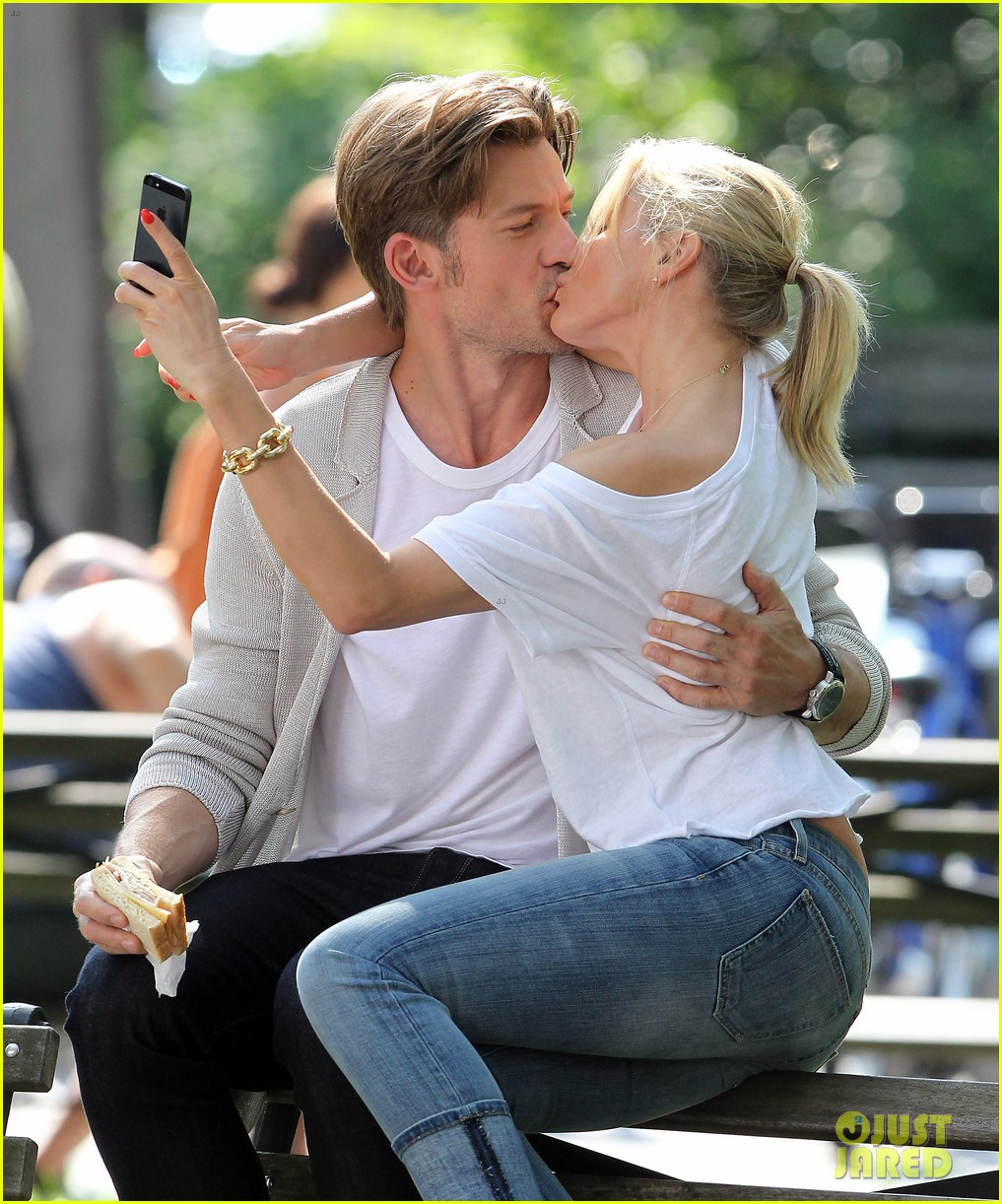cameron diaz nikolaj coster waldau lock lips on set 082897607
