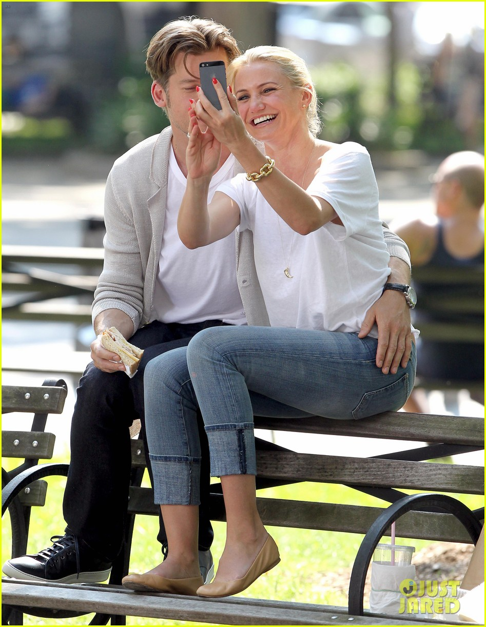 cameron diaz nikolaj coster waldau lock lips on set 17