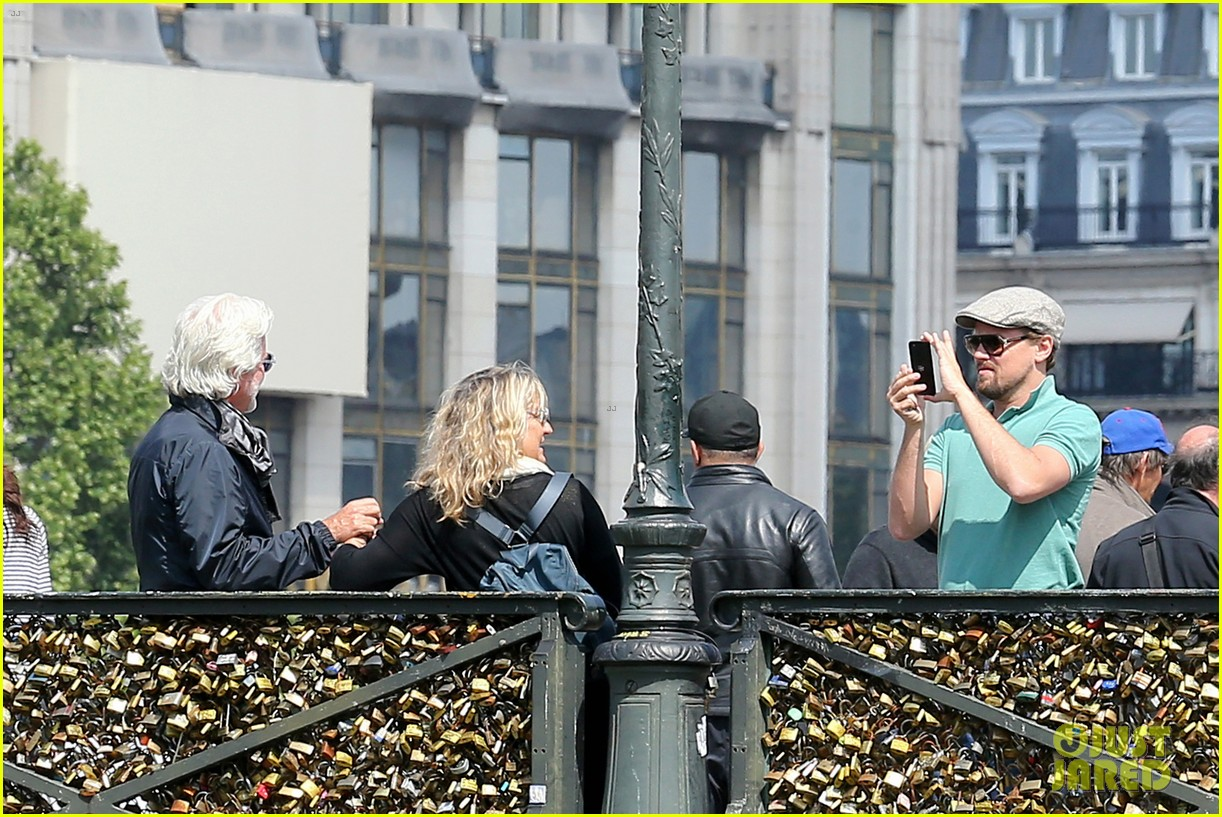 leonardo dicaprio visits famous love locks in paris 11