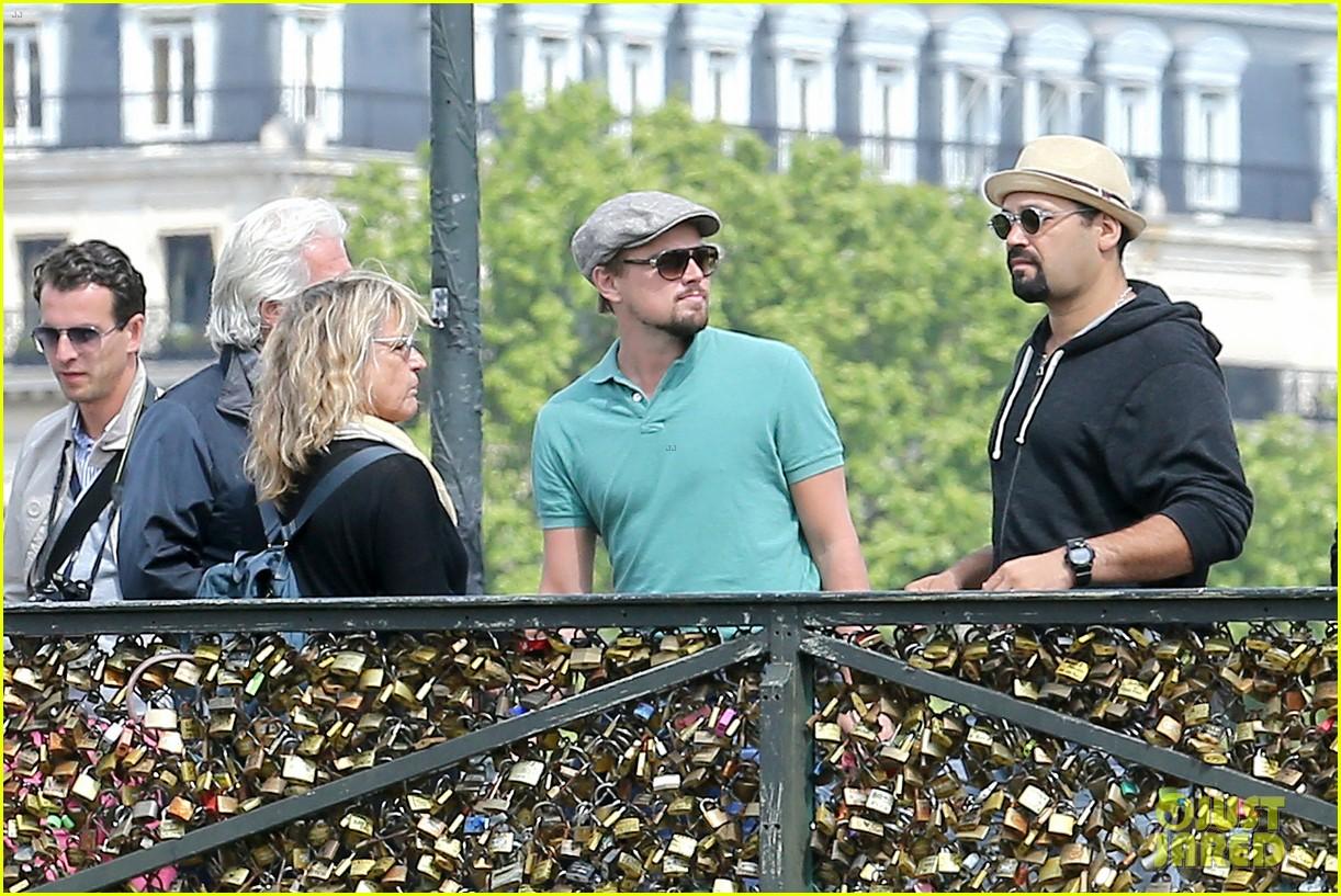 leonardo dicaprio visits famous love locks in paris 122883737