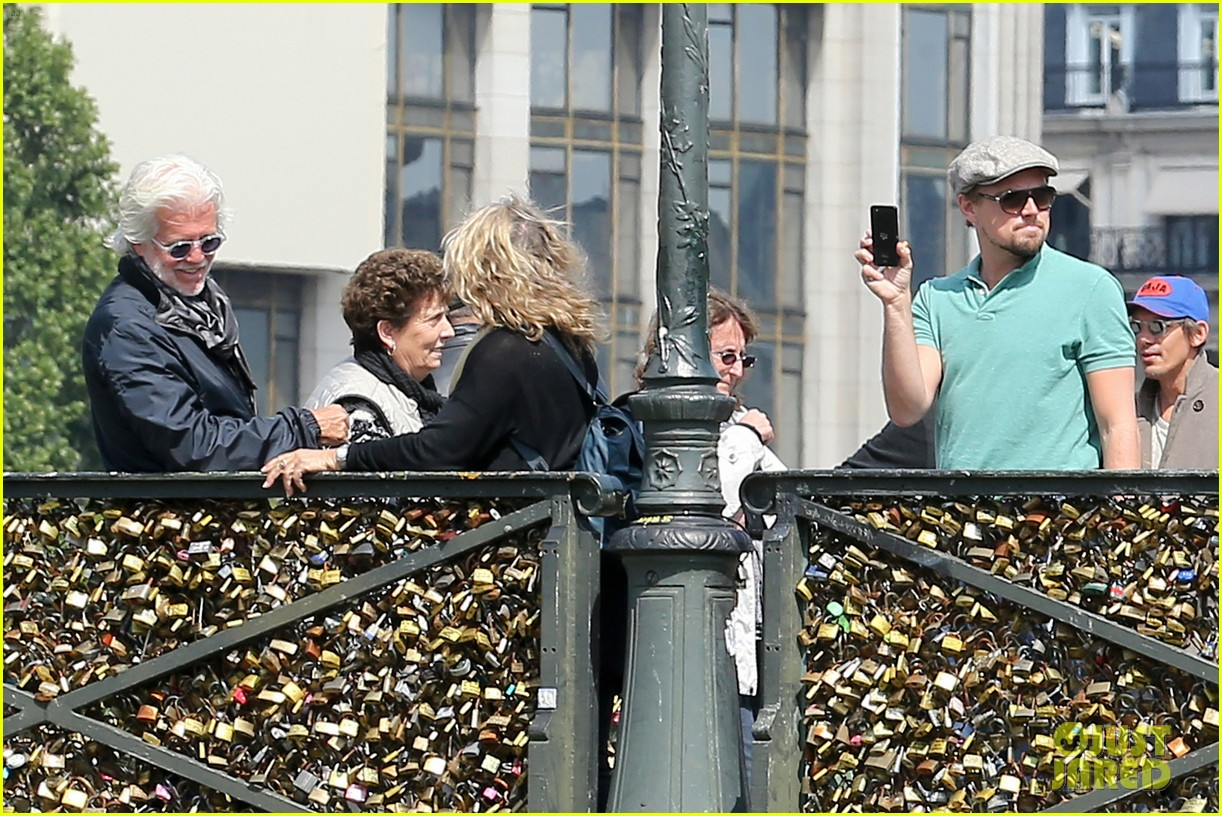 leonardo dicaprio visits famous love locks in paris 192883744