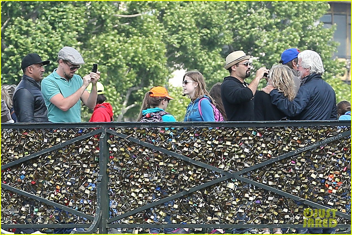 leonardo dicaprio visits famous love locks in paris 232883748