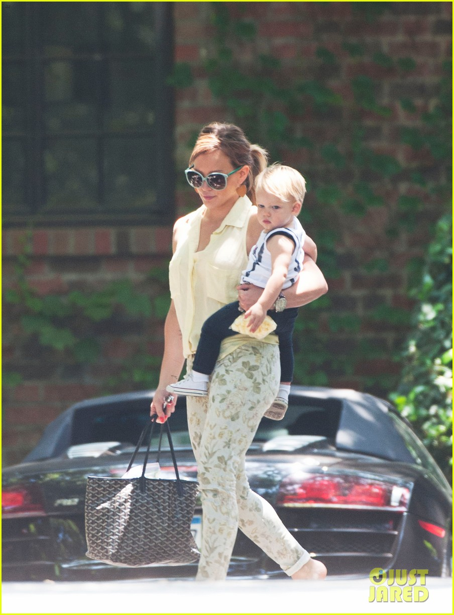 hilary duff daily outings with luca 01