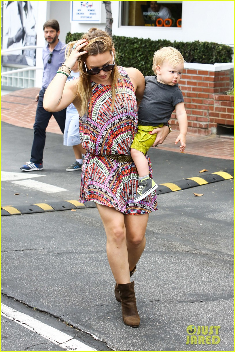 hilary duff daily outings with luca 10
