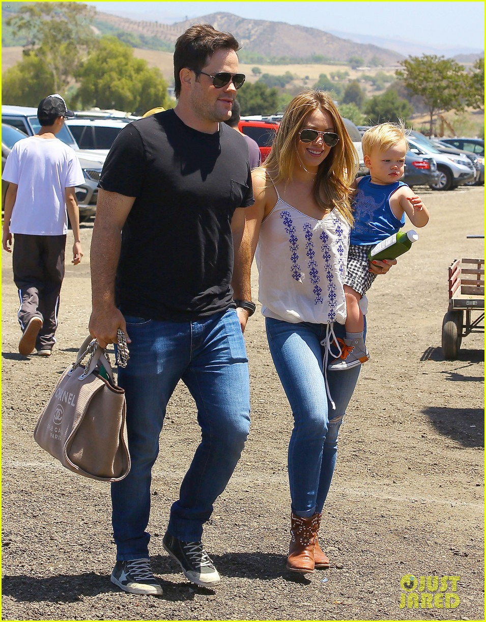 hilary duff family farm fun with sister haylie 16