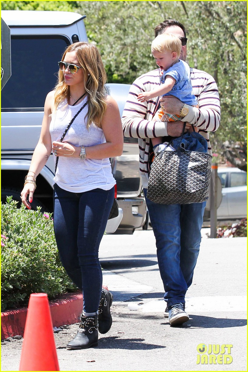 hilary duff fathers day weekend mike comrie baby luca 022892669