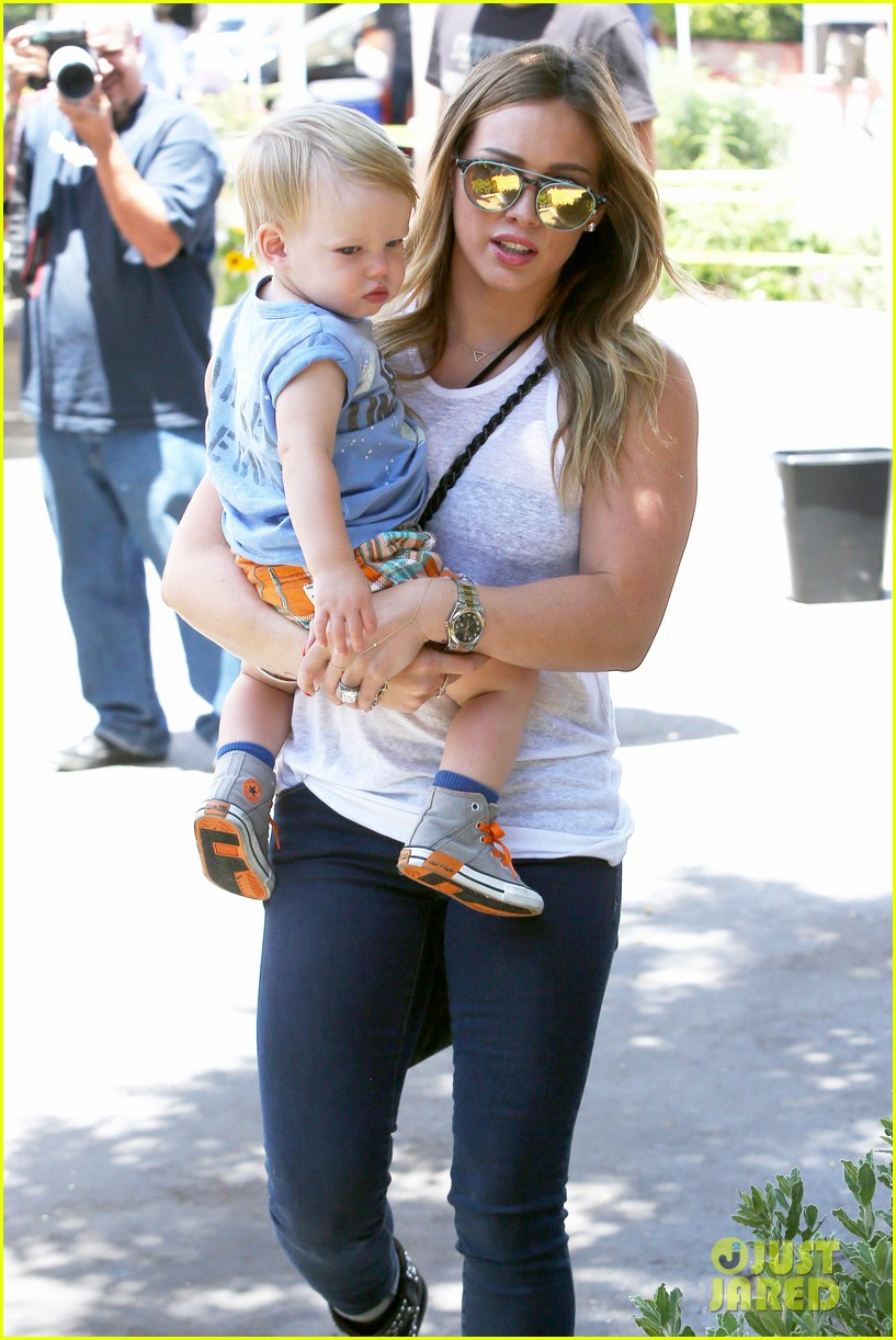 hilary duff fathers day weekend mike comrie baby luca 032892670