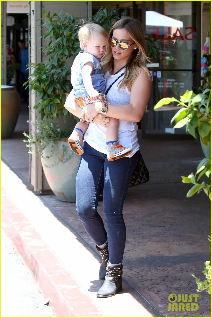 hilary duff fathers day weekend mike comrie baby luca 06