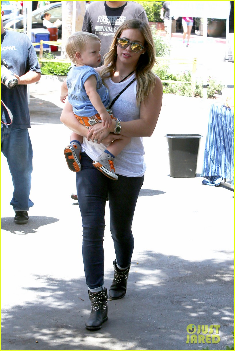 hilary duff fathers day weekend mike comrie baby luca 08