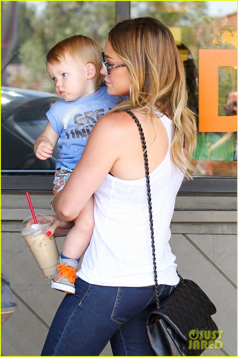hilary duff fathers day weekend mike comrie baby luca 25