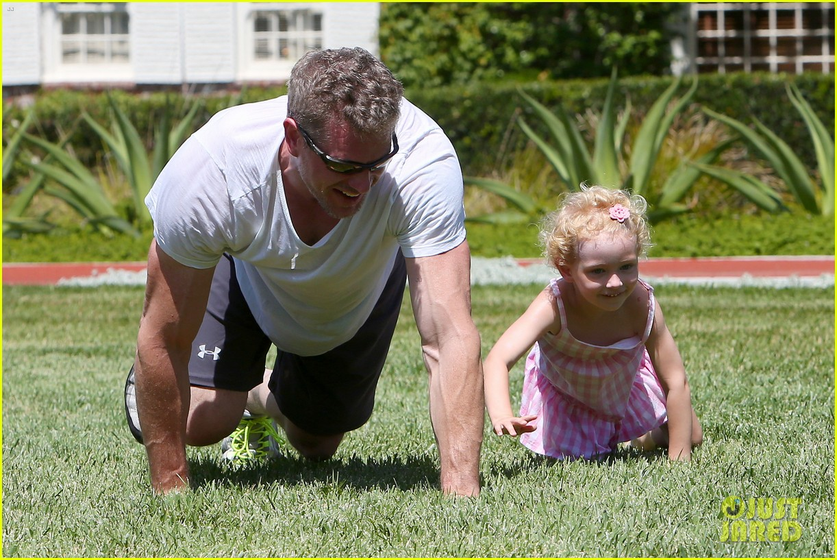 eric dane push ups with daughter billie 022897051