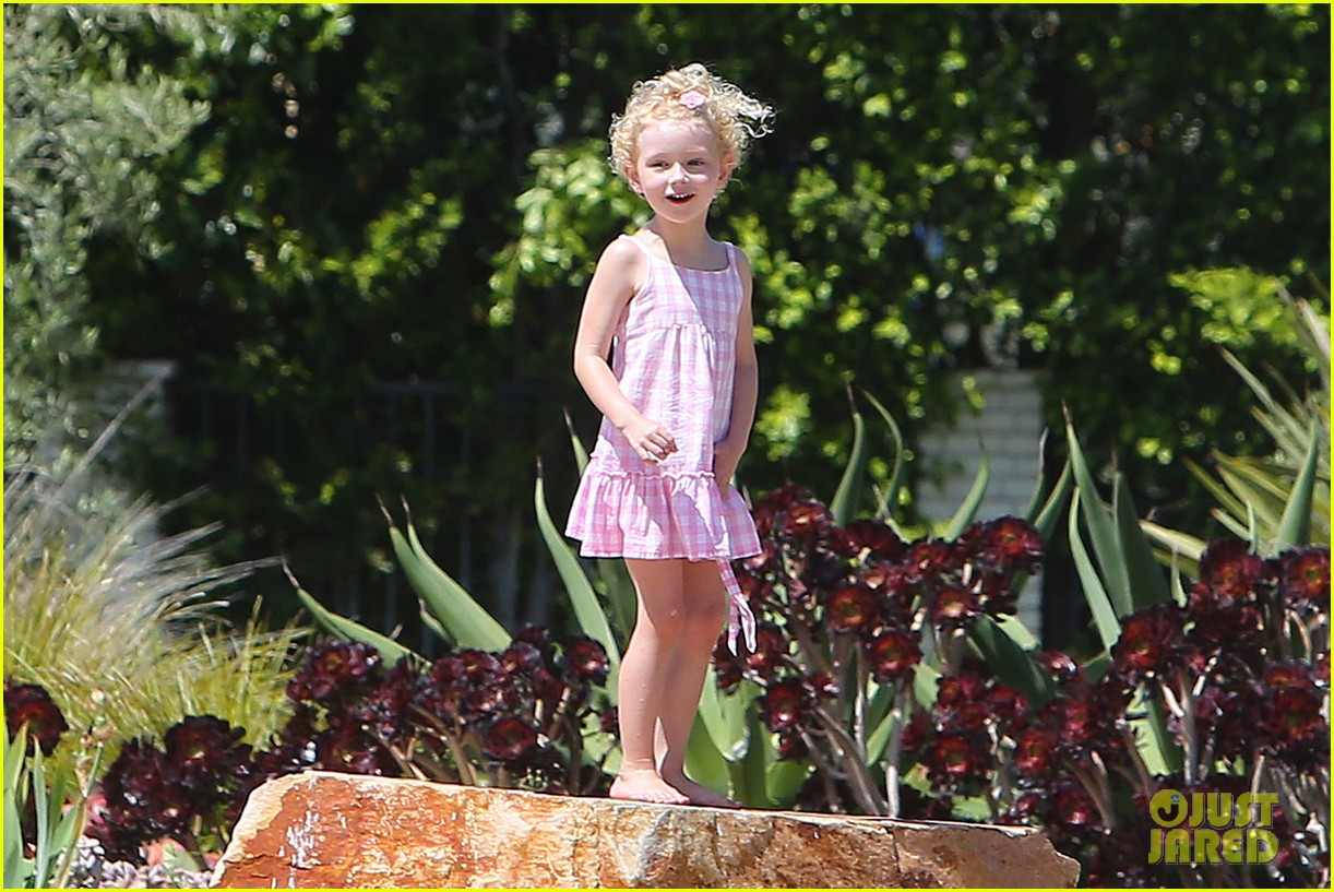 eric dane push ups with daughter billie 31