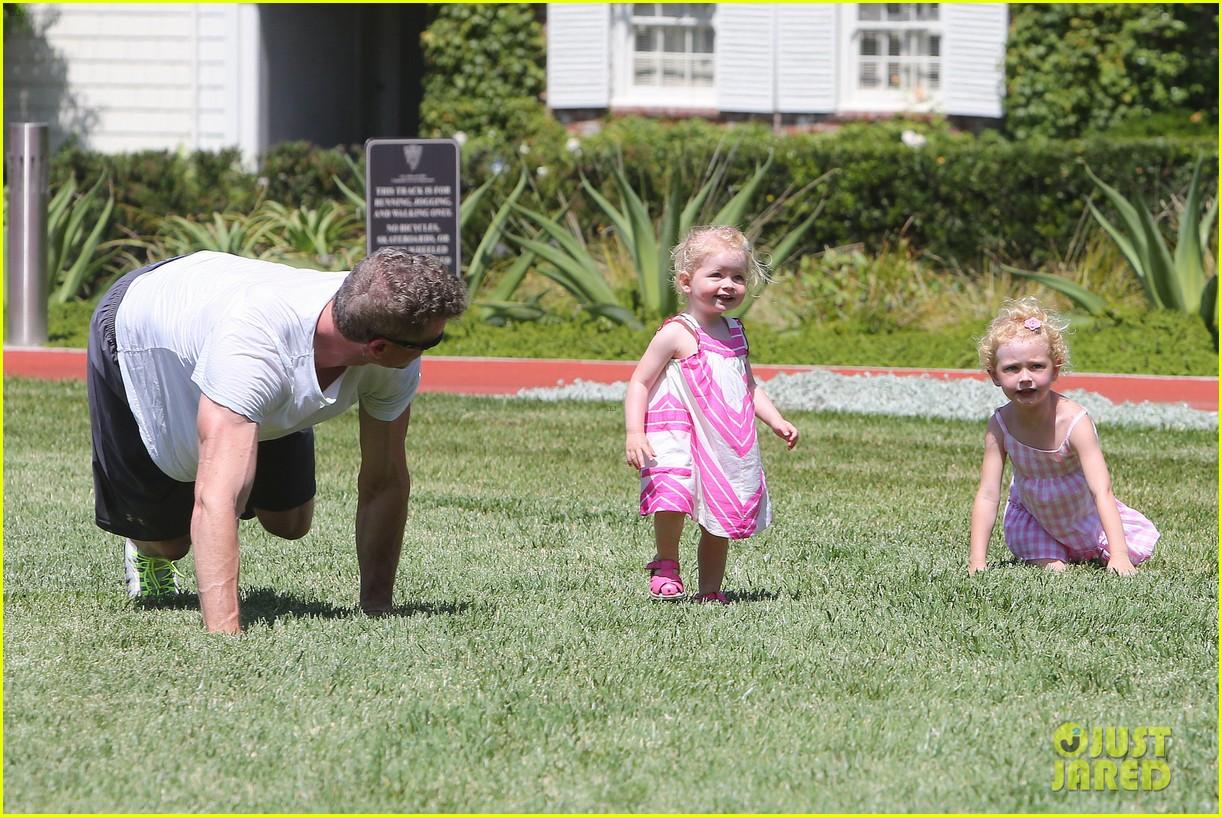 eric dane push ups with daughter billie 352897084