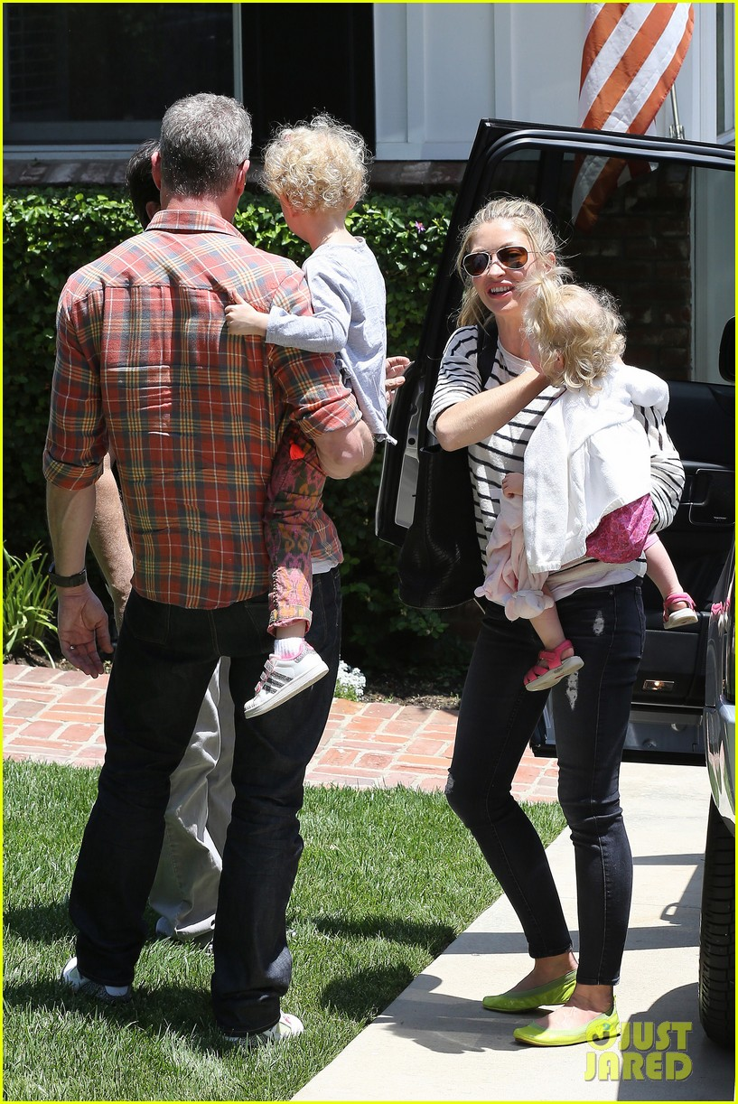 eric dane rebecca gayheart spend sunday with the girls 242882811