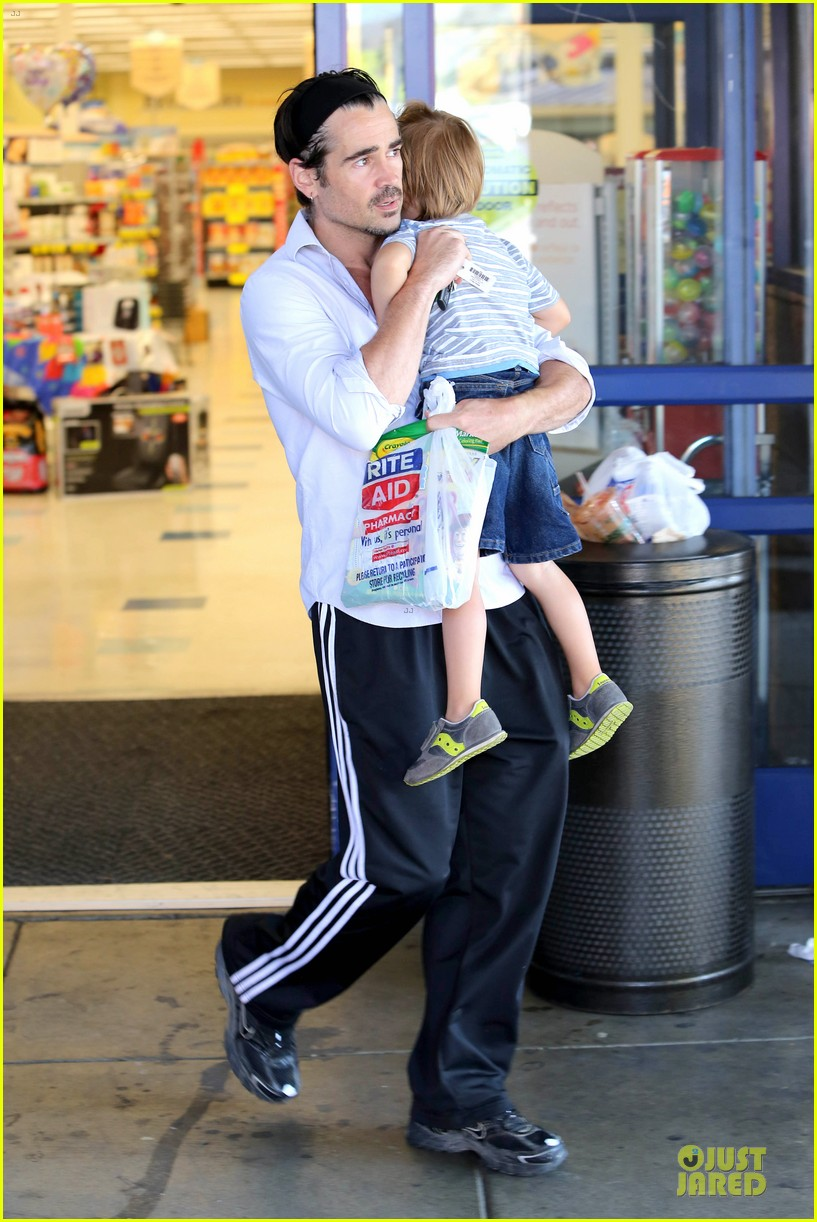 colin farrell rite aid snacks with henry 05