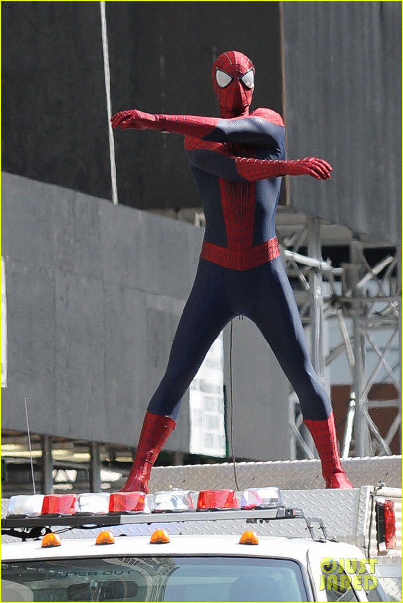 andrew garfield plays with kids on amazing spider man 2 set 17