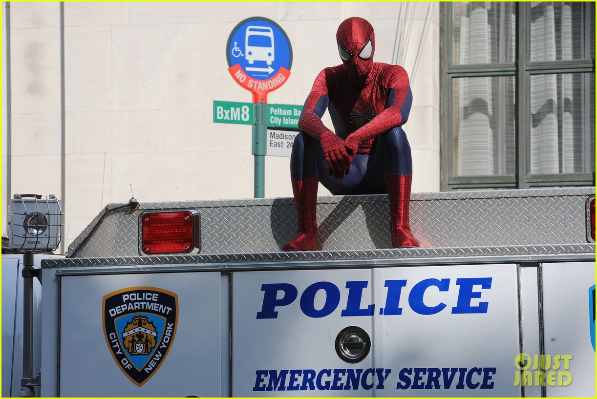 andrew garfield plays with kids on amazing spider man 2 set 232896626