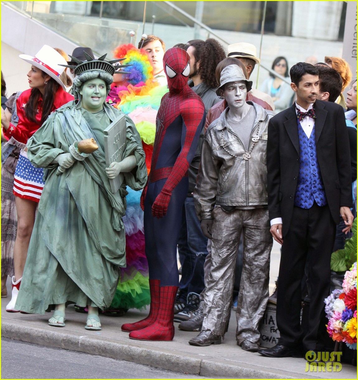 andrew garfield plays with kids on amazing spider man 2 set 242896627