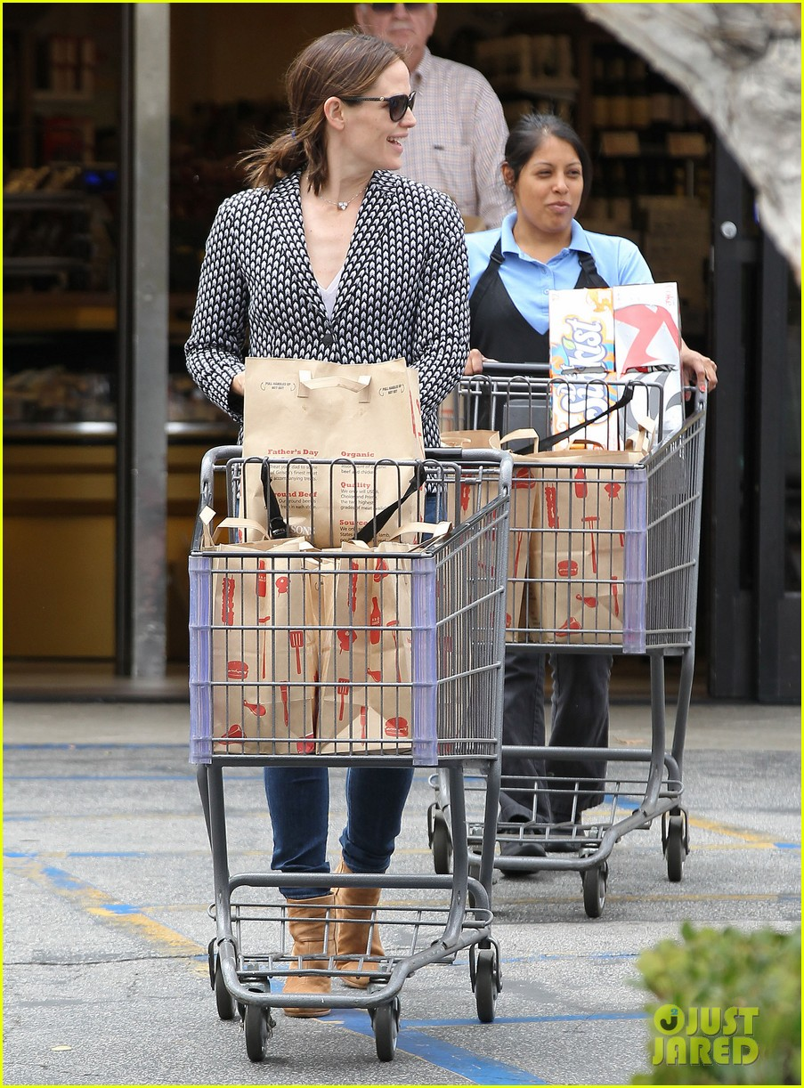 jennifer garner carries samuel four coffees 162885841