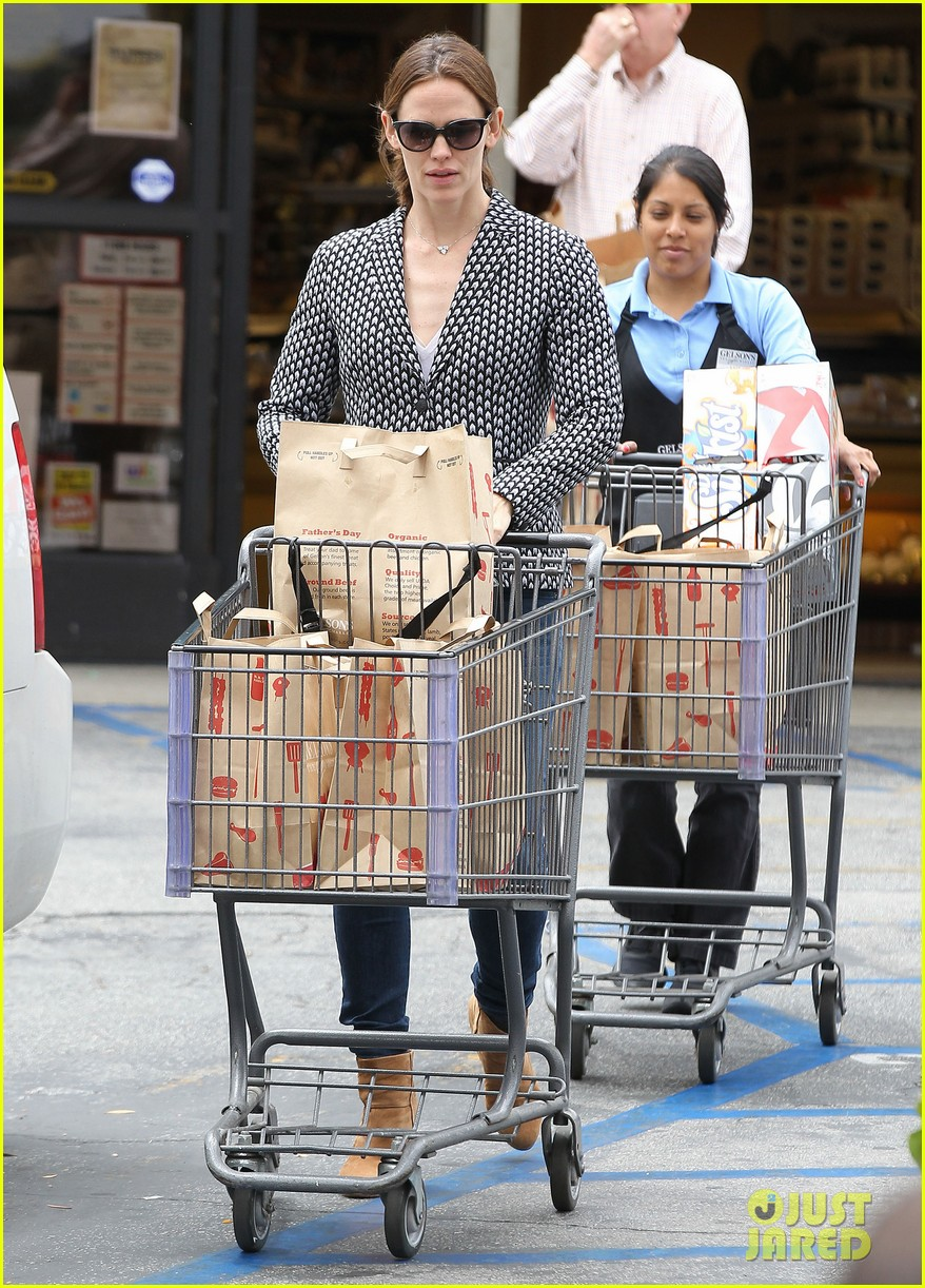 jennifer garner carries samuel four coffees 182885843