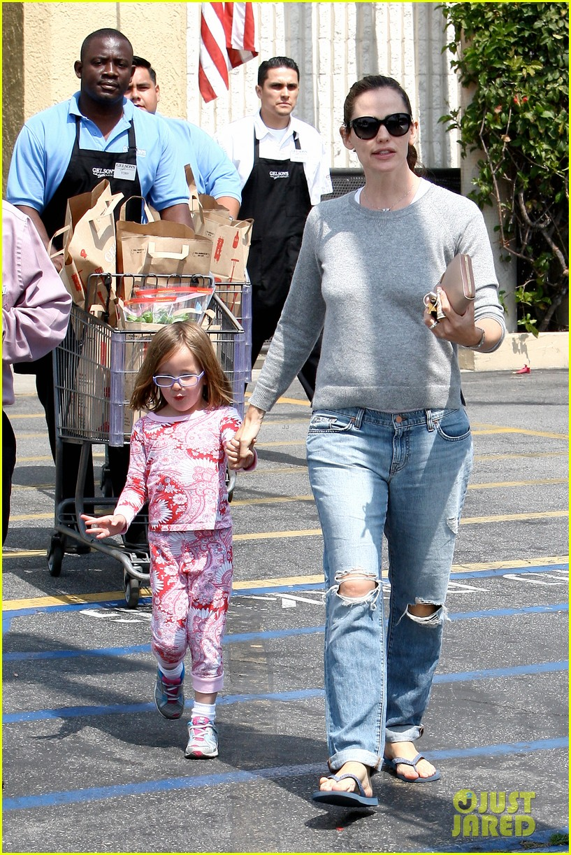 jennifer garner ben affleck star eco station with the girls 182882292