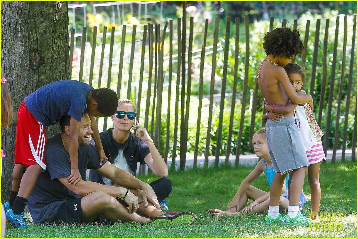 heidi klum martin kirsten take the kids to the park 192897204