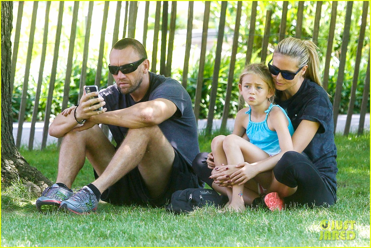 heidi klum martin kirsten take the kids to the park 27
