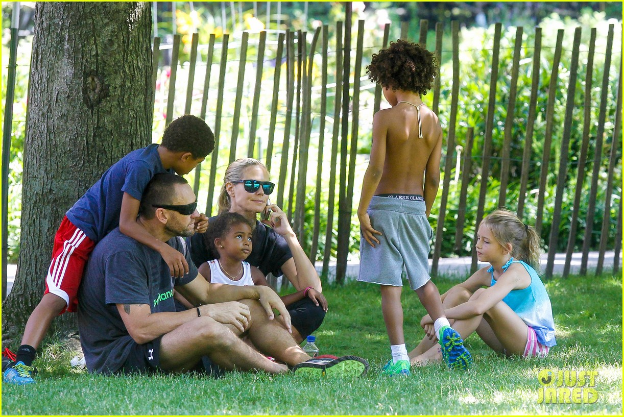 heidi klum martin kirsten take the kids to the park 282897213