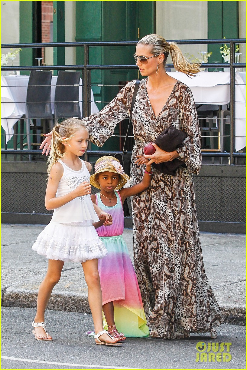 heidi klum martin kirsten take the kids to the park 42