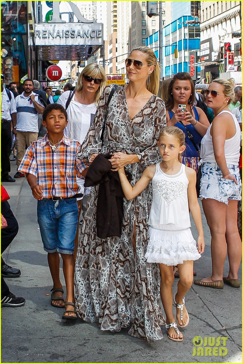 heidi klum martin kirsten take the kids to the park 452897230