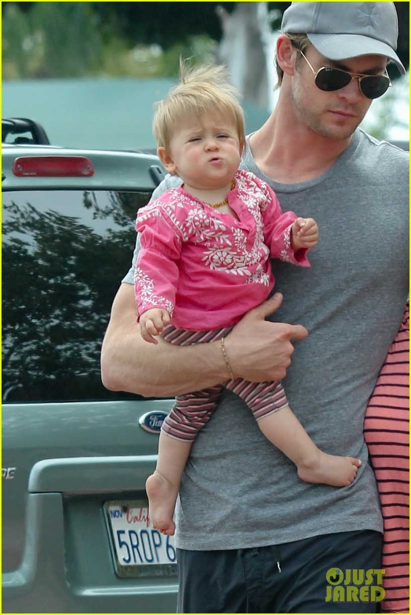 chris hemsworth hugs his family close in malibu 02
