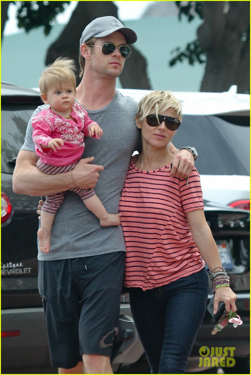 chris hemsworth hugs his family close in malibu 04