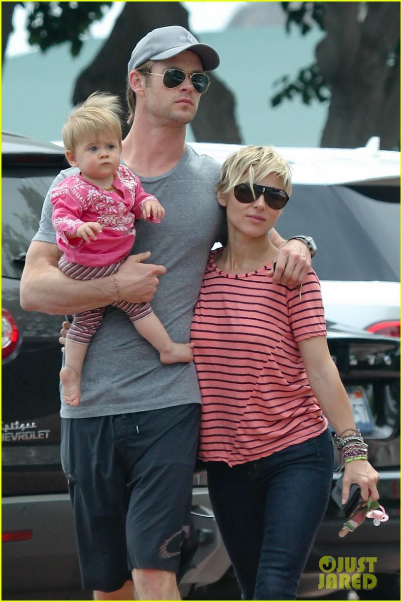chris hemsworth hugs his family close in malibu 042897456