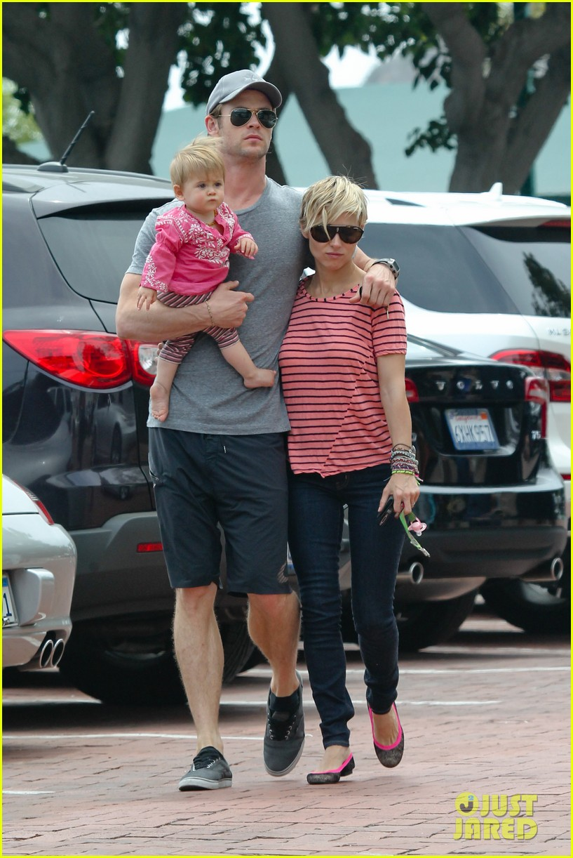 chris hemsworth hugs his family close in malibu 10