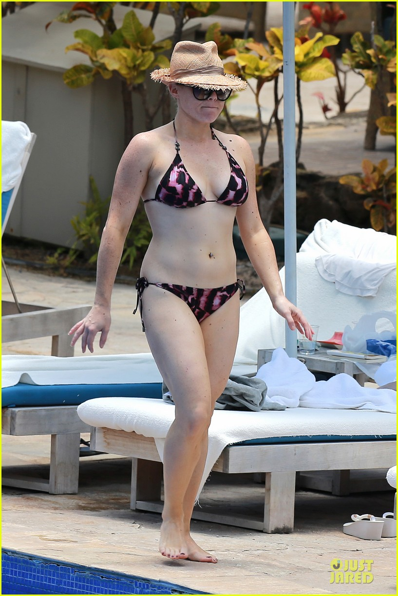 megan hilty cuddling with shirtless brian gallagher in hawaii 012881742