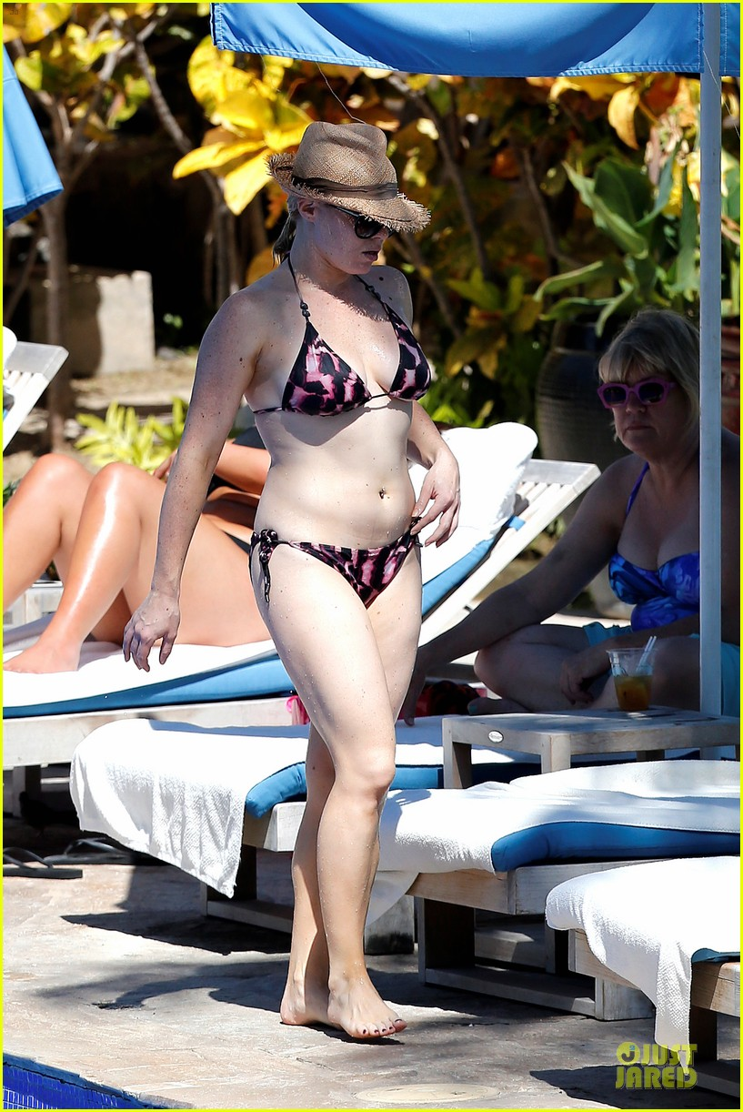 megan hilty cuddling with shirtless brian gallagher in hawaii 18