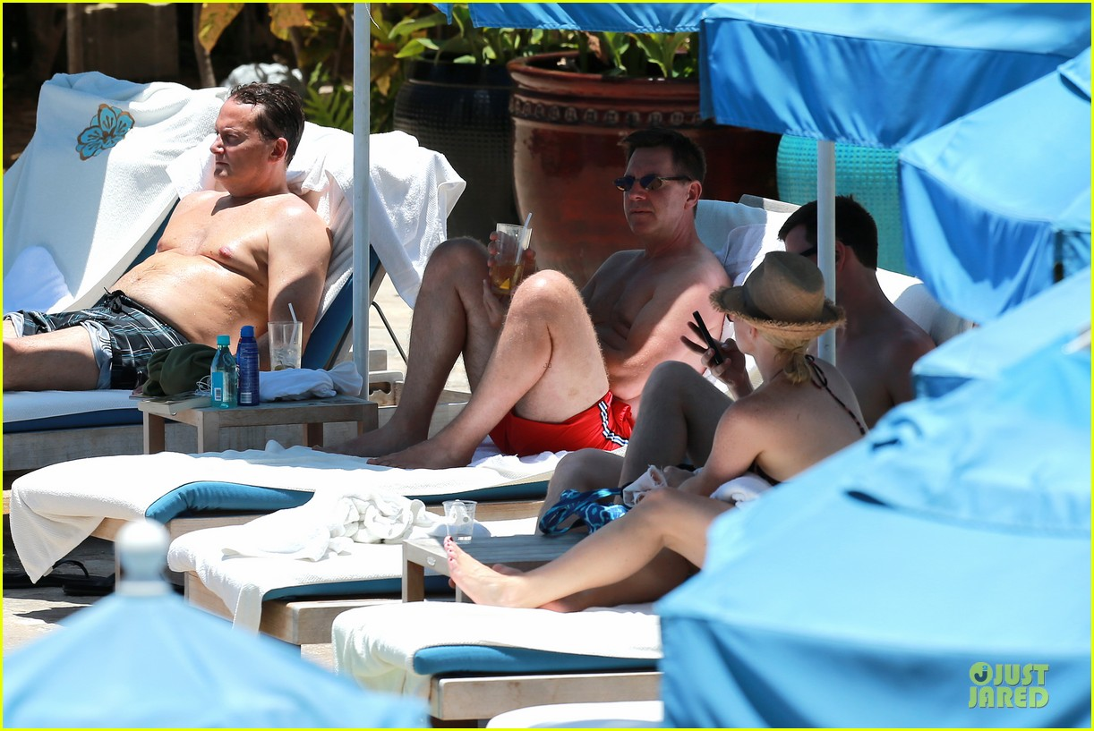 megan hilty cuddling with shirtless brian gallagher in hawaii 26