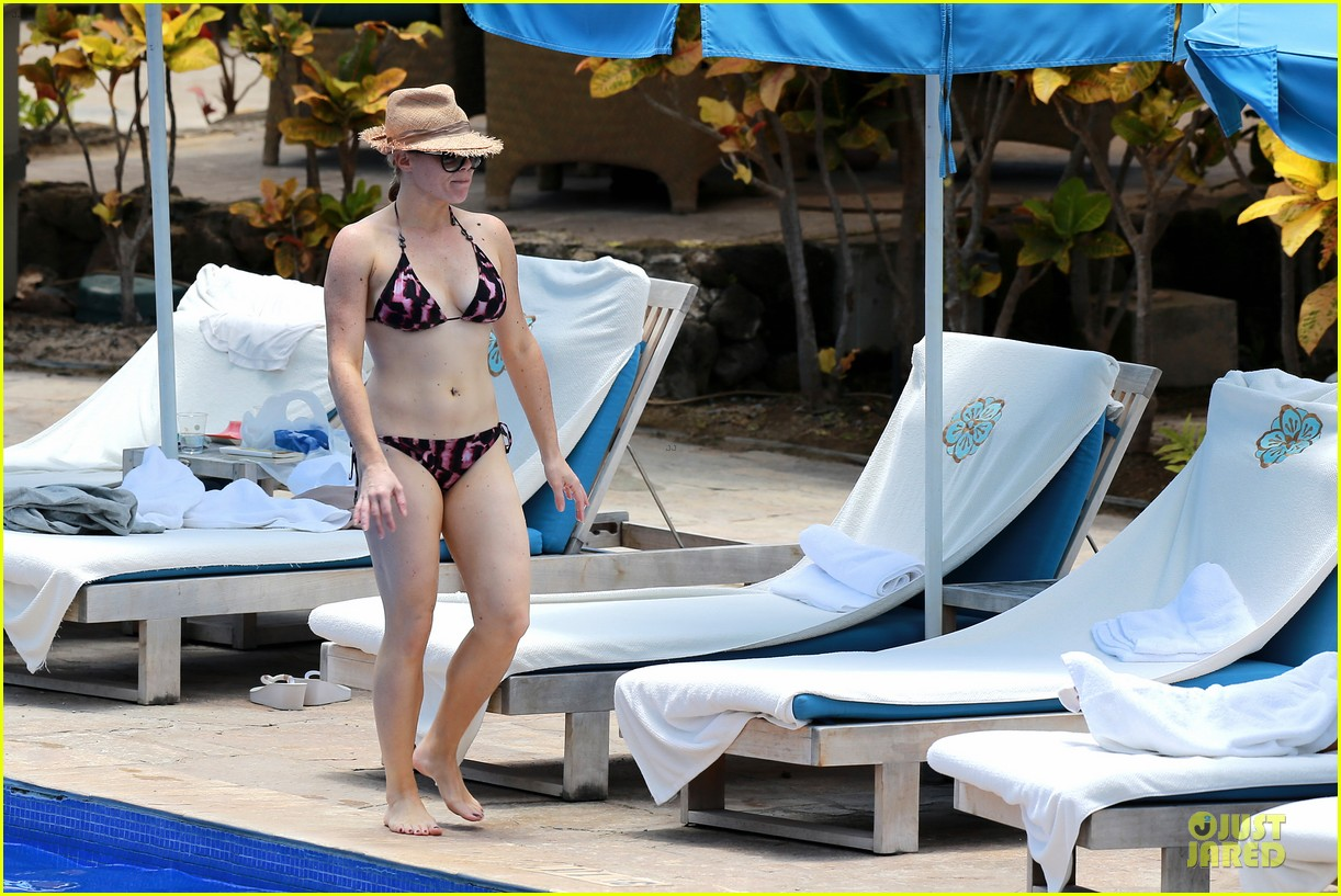 megan hilty cuddling with shirtless brian gallagher in hawaii 272881768
