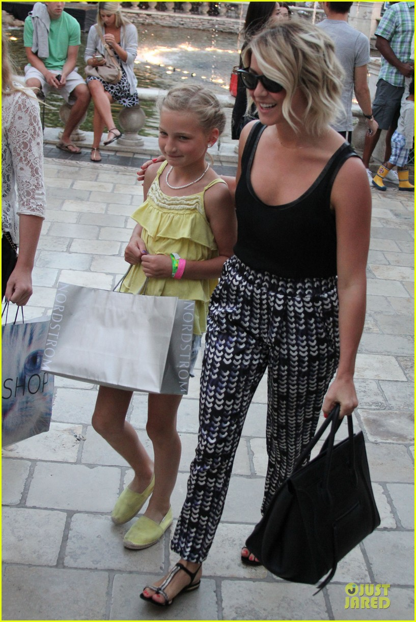 julianne hough the voice finale with nieces 202894600