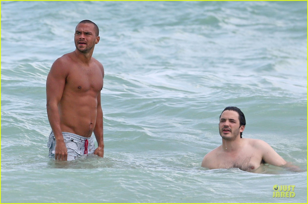 jesse williams shirtless miami vacation 08
