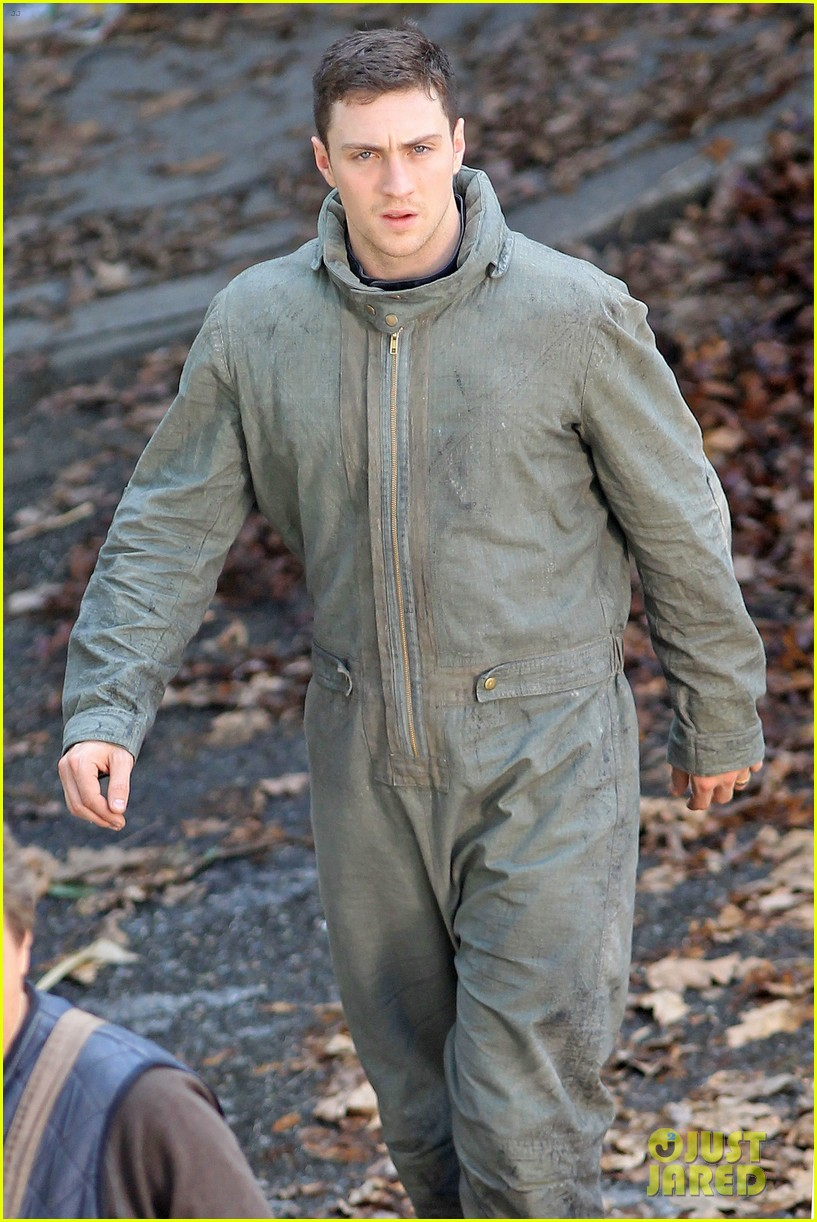 aaron taylor johnson godzilla set with bryan cranston 12