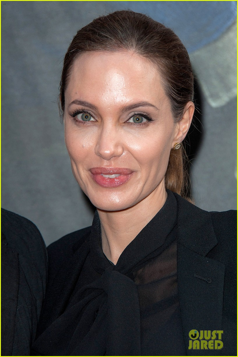 angelina jolie brad pitt world war z paris premiere 17