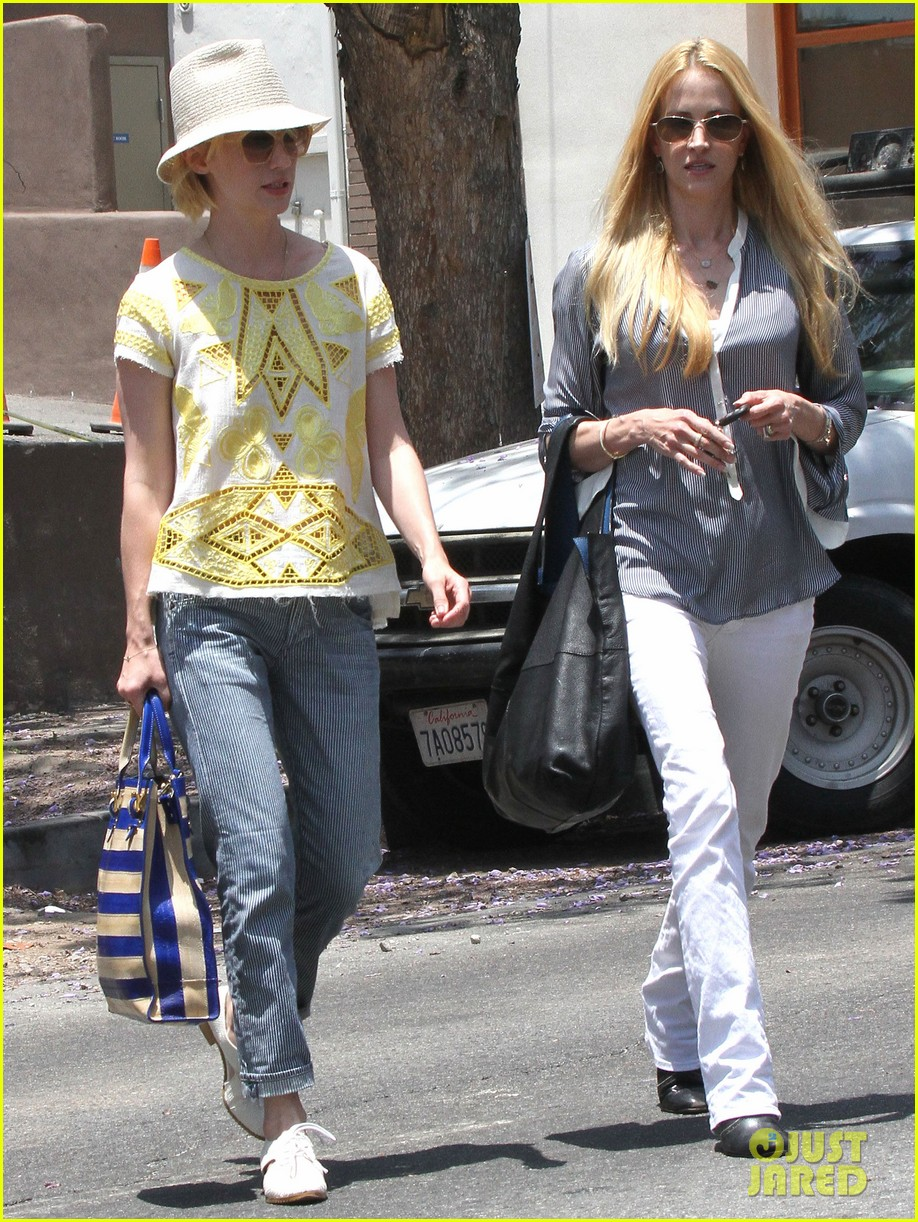 january jones hides new haircut under hat 092891379